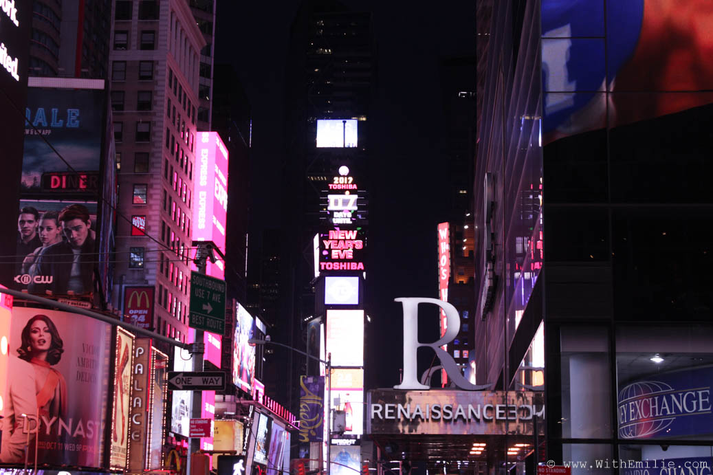 Travel-Diary-New-York-Times-Square-WithEmilieBlog-7858
