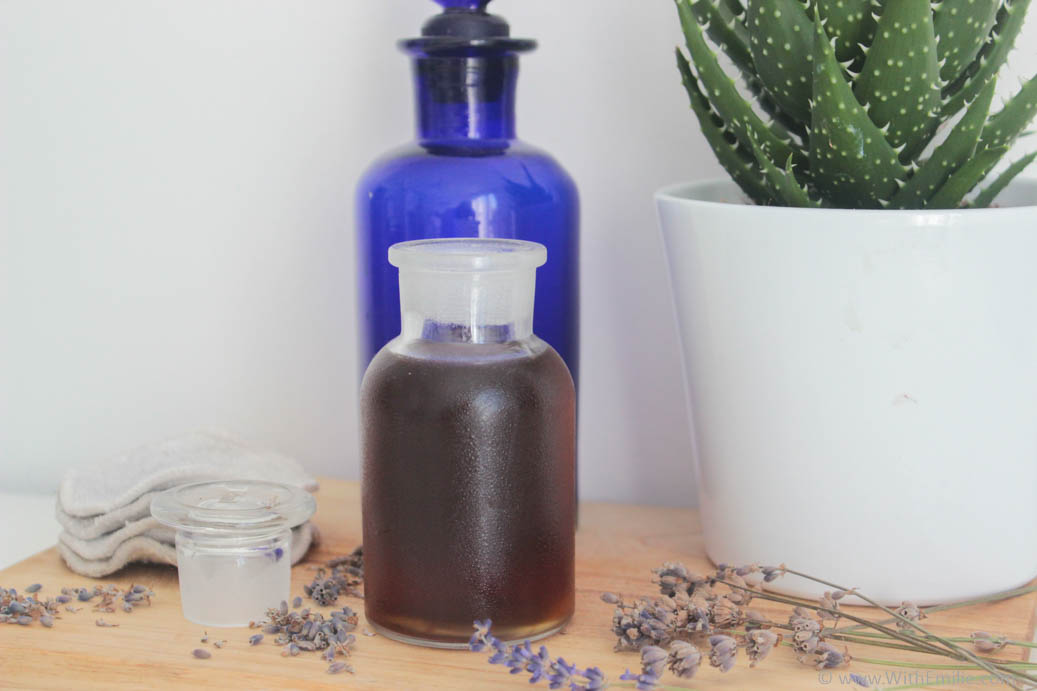 Faire de l'eau ou hydrolat de lavande maison - WithEmilieBlog
