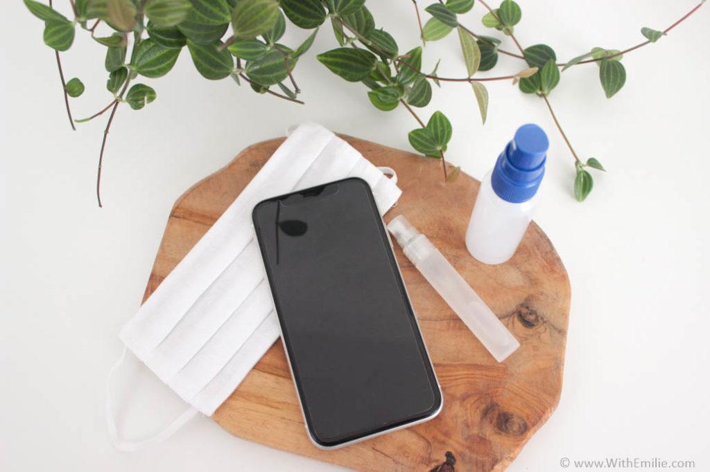 Ma recette de désinfectant de poche - pour smartphone ou masque With Emilie Blog